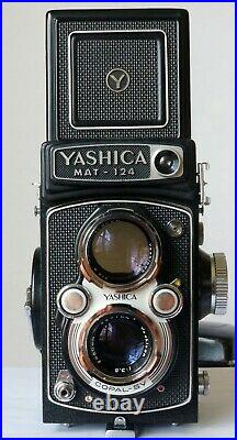 VINTAGE 1970's YASHICA MAT-124 FILM CAMERA WITH LEATHER CASE Barely Used Working