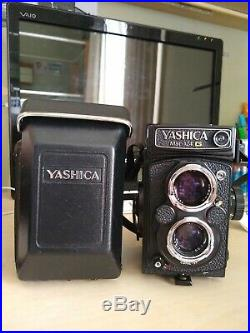 Yashica Mat 124G camera with leather case. Excellent working condition
